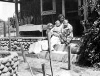 Emma Thompson, Ray de Crevecoeur, Harold de Crevecoeur and Dorcus de Crevecoeur
